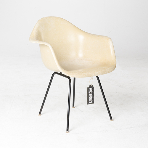 Herman Miller Fiberglass Armchair parchement
