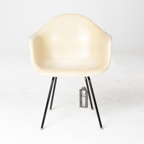 Herman Miller Fiberglass Arm Chair parchement