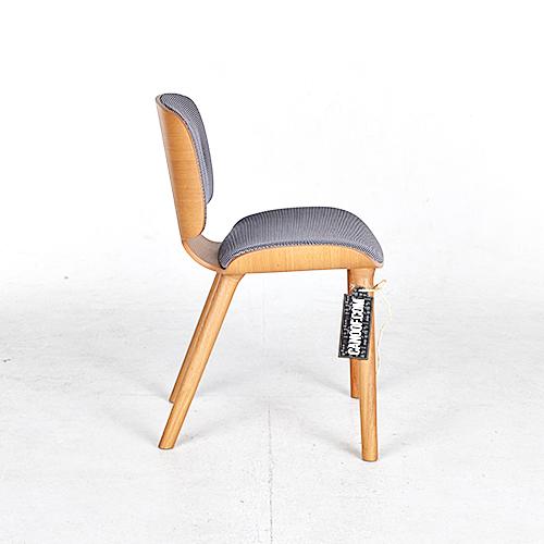moooi nut stoel grijs naturel