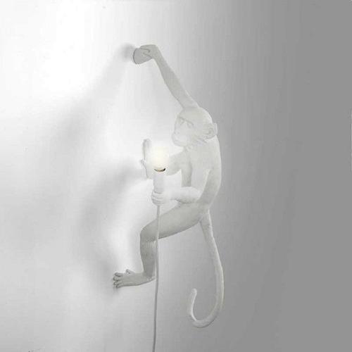 seletti aap lamp wit hangend rechts