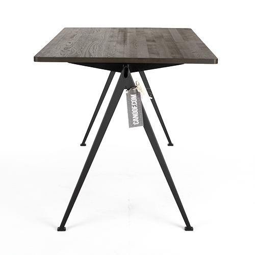 Hay pyramid tafel